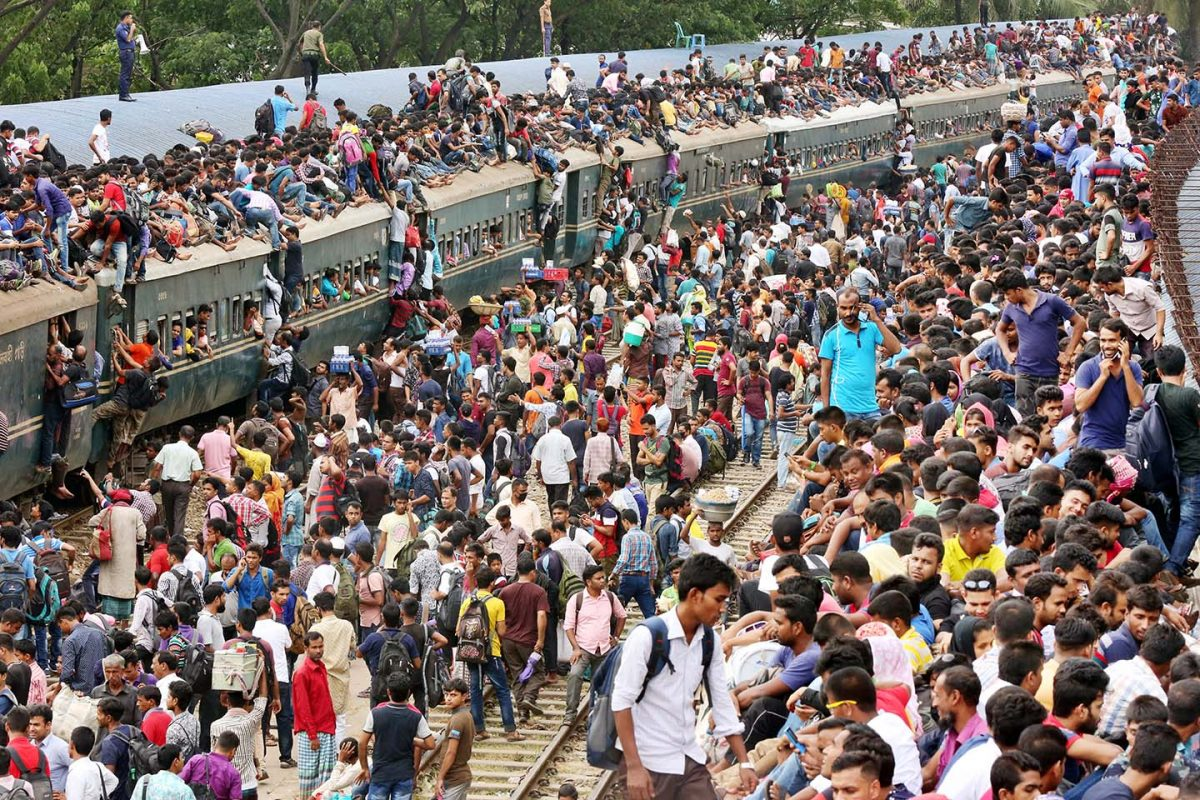 Overflowing crowds at the major stations in Dhaka