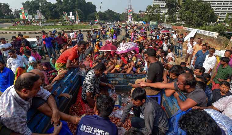 Bangladesh Imports Onions by Plane Over Shortage & Price Hike