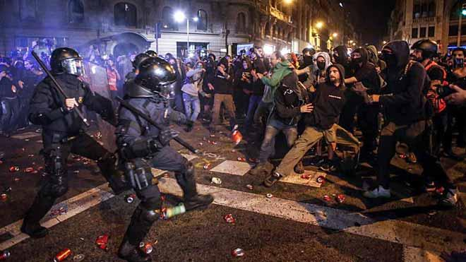 Catalonia Independence Protesters Clash with Police